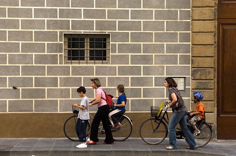 walking-kids-9x13