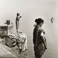 laundry-prayer-benares