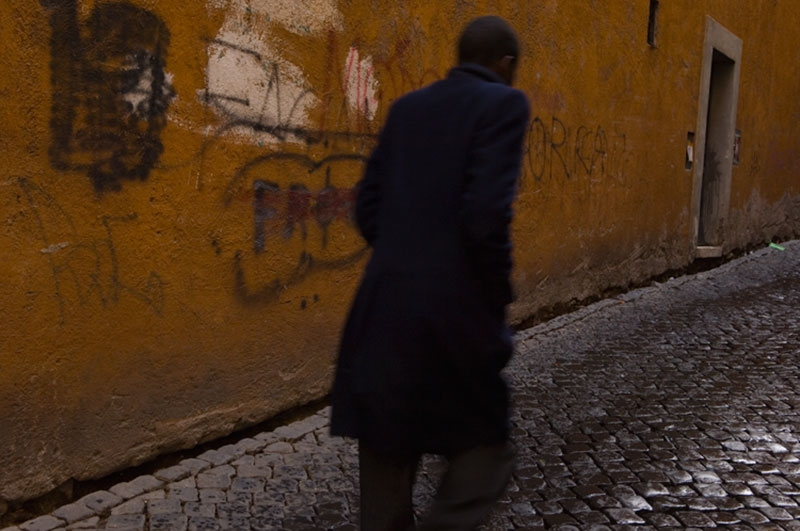 black-man-on-wet-cobbles_093